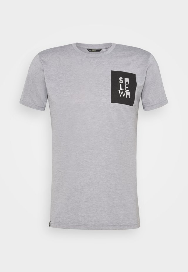 NIDABA DRY TEE - Print T-shirt - heather grey