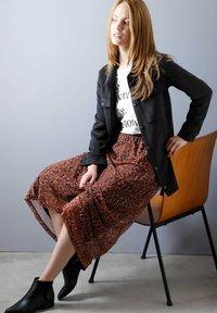 Laura Kent - Pleated skirt - haselnuss - 3