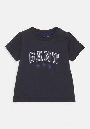 VARSITY  - T-shirt con stampa - evening blue
