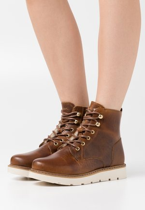 VMBETTY BOOT WIDE - Platform ankle boots - friar brown