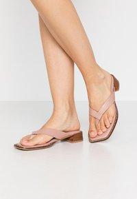 Topshop - VERSE TOE POST - Sandály s odděleným palcem - blush - 0