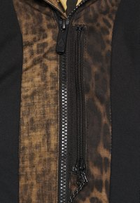 Volcom - KUMA JACKET - Snowboard jacket - black - 4