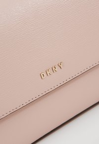 DKNY - BRYANT FLAP CBODY SUTTON - Across body bag - cashmere - 7
