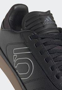 adidas Performance - FIVE TEN SLEUTH DLX MOUNTAIN BIKE SHOES - Cycling shoes - black - 6