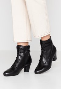 Be Natural - WOMS BOOTS - Botines bajos - black - 0