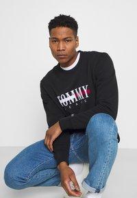 Tommy Jeans - TIMELESS CREW UNISEX - Sweatshirt - black - 3