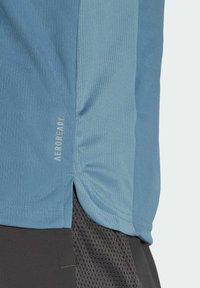 adidas Performance - OWN THE RUN 3-STRIPES RUNNING T-SHIRT - T-shirt med print - blue - 4