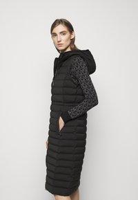 MICHAEL Michael Kors - LONG STRETCH PACKABLE - Down coat - black - 4