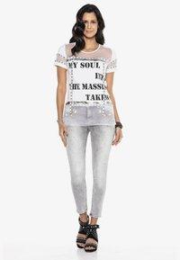 Cipo & Baxx - Print T-shirt - white - 1