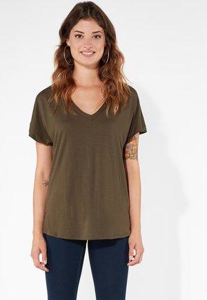 MIT V-AUSSCHNITT SOFT TOUCH - Basic T-shirt - military green