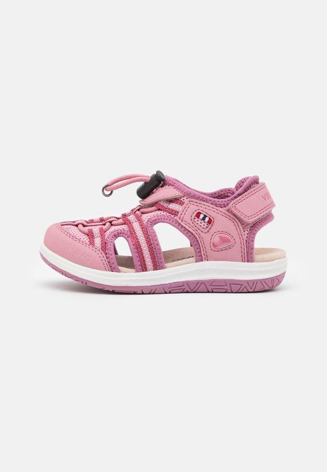 THRILLY UNISEX - Vaellussandaalit - pink
