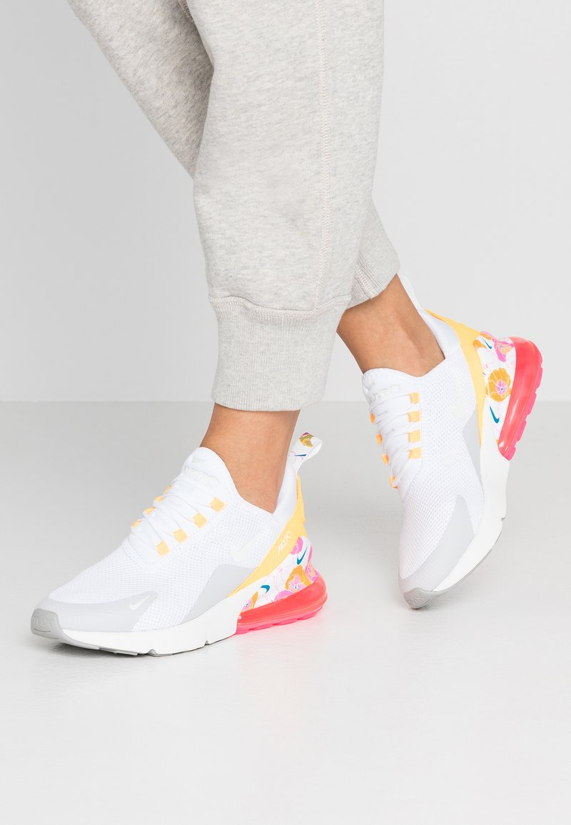 Nike Sportswear - AIR MAX 270 - Tenisky - white/summit white/metallic silver/laser orange/hyper pink
