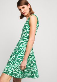 Milly - ABSTRACT ZEBRA FIT - Jumper dress - leaf/white - 3