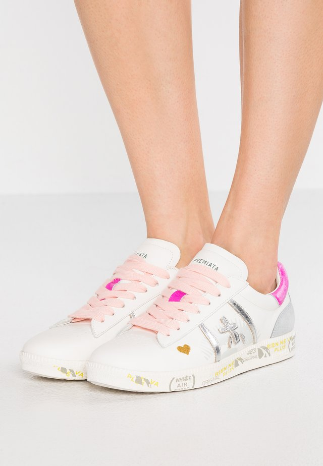 ANDY - Trainers - white/silver/pink