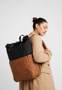 Pier One - UNISEX - Plecak - brown/black - 5