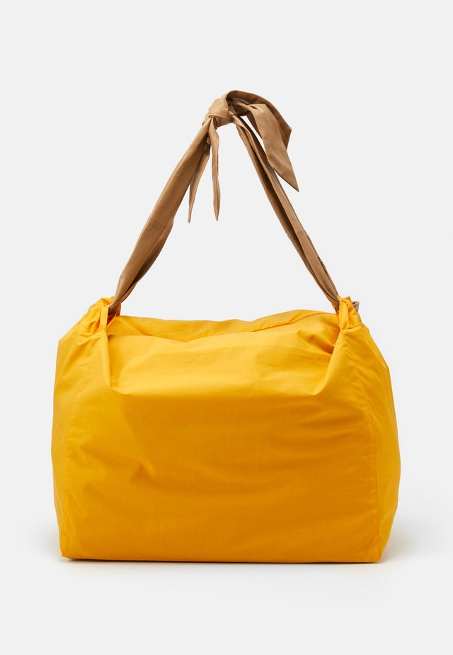 CHUTE - Shopping bag - orange