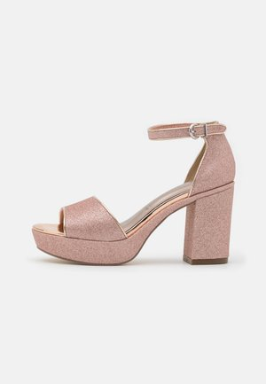Sandały na platformie - rose glam