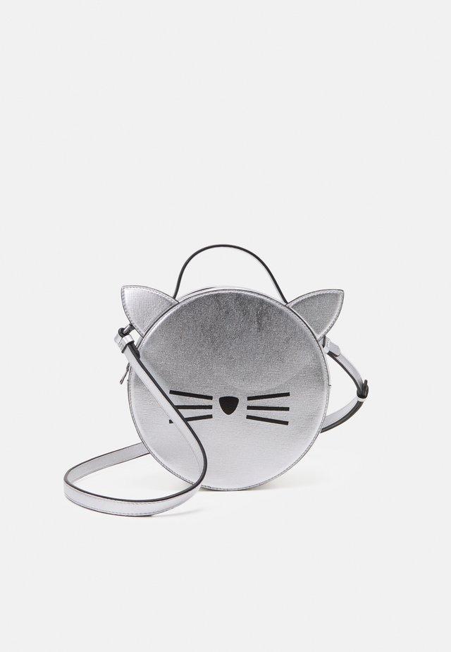 SHOULDER BAG - Taška spříčným popruhem - light grey