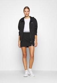 Calvin Klein Jeans - LOGO MILANO MINI SKIRT - Minisukně - black - 1