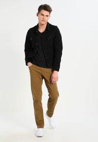 Jack & Jones - BASIC V-NECK  - Basic T-shirt - black - 1