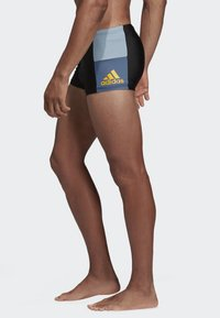adidas Performance - FITNESS COLORBLOCK SWIM BOXER - Swimming trunks - black - 0