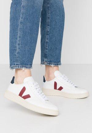 V-12 - Sneakersy niskie - extra white/marsala/nautico