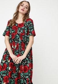Madam-T - Maxi dress - schwarz rot - 4