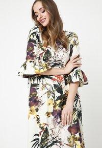 Madam-T - Maxi dress - milchig gelb - 4