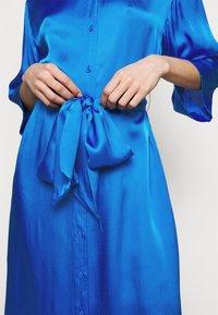 Diane von Furstenberg - BELTED SHIRT DRESS - Juhlamekko - tanzanite - 6