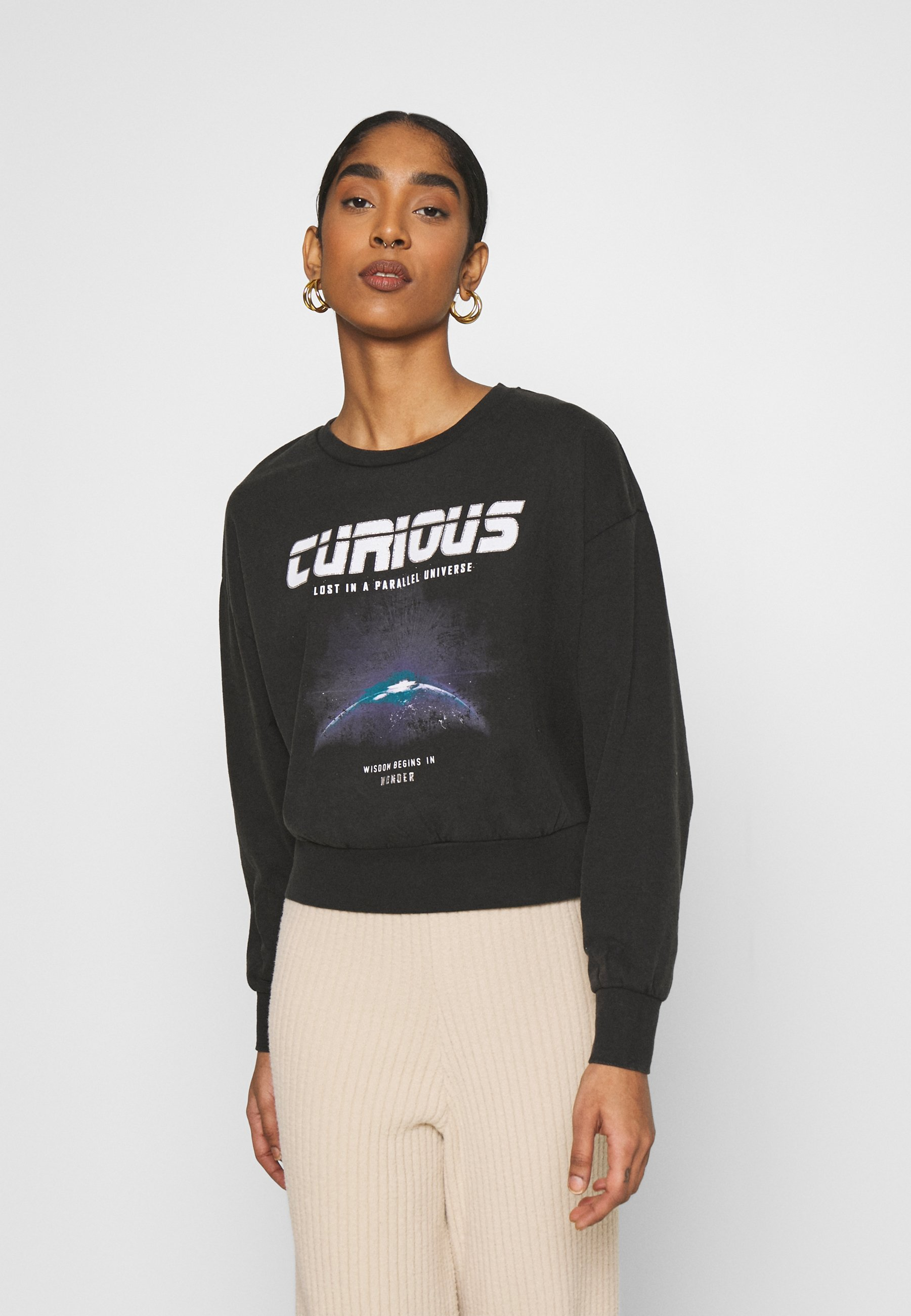 Women ONLLUCINDA LIFE SHORT SPACE BOX - Sweatshirt