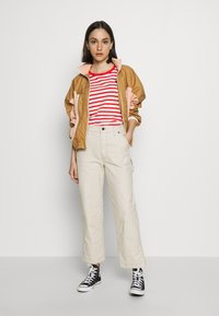 Scotch & Soda - EASY STRIPE TEE WITH CHEST EMBROIDERY - Triko s potiskem - combo - 1