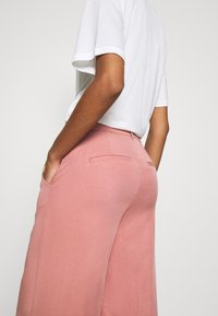 JUST FEMALE - PRIYA TROUSERS - Trousers - ash rose - 5