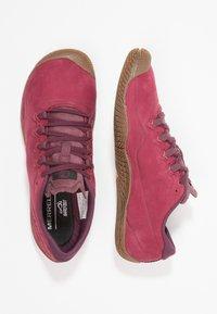 Merrell - VAPOR GLOVE 3 LUNA - Minimalistické běžecké boty - pomegranate - 1