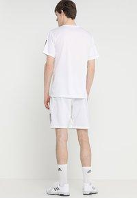 adidas Performance - CLUB SHORT - Korte sportsbukser - white/black - 2