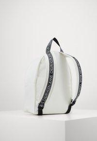 Calvin Klein Jeans - ROUNDED - Rucksack - white - 2