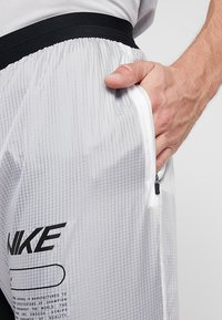 Nike Performance - ELITE TRACK PANT AIR - Træningsbukser - black/white - 4