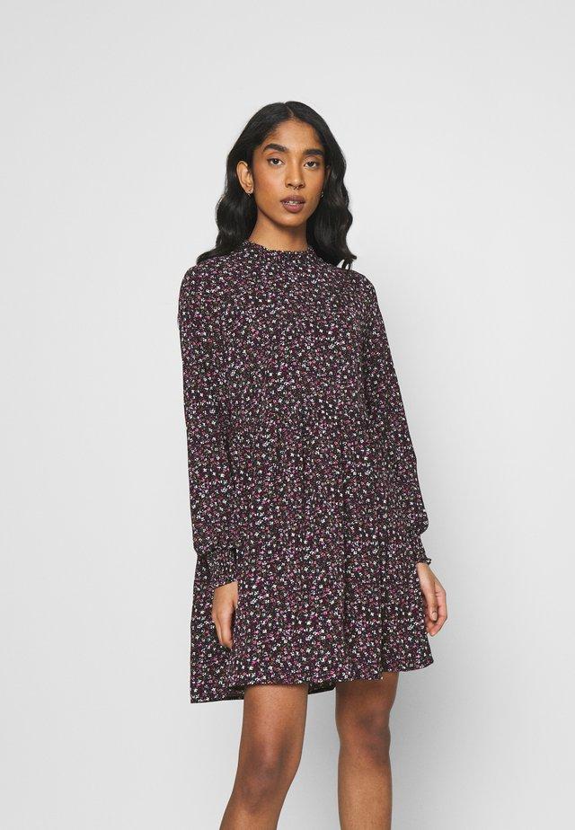 JDYPIPER SHORT DRESS - Vapaa-ajan mekko - black/pink