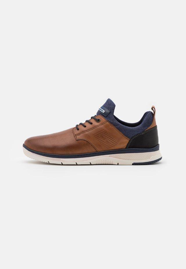 PORTHOS - Sneakers laag - cognac