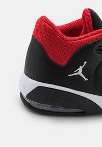 Jordan - MAX AURA 3 - Korkeavartiset tennarit - black/white/university red - 5