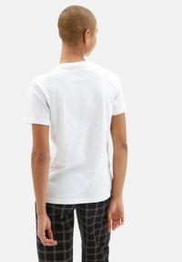 Vans - WM FLORAL TIGRE - Print T-shirt - white - 1
