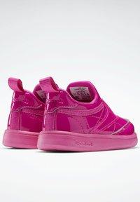 Reebok Classic - CLUB C SLIP ON III FOUNDATION TENNIS - Sneakers laag - pink - 2