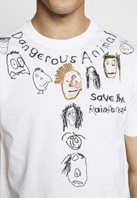 Vivienne Westwood - DANGERO CLASSIC - T-shirt con stampa - white - 5