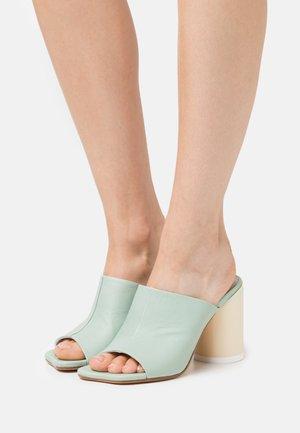 MONTONE MULE PIEDE - Pantofle na podpatku - granit green