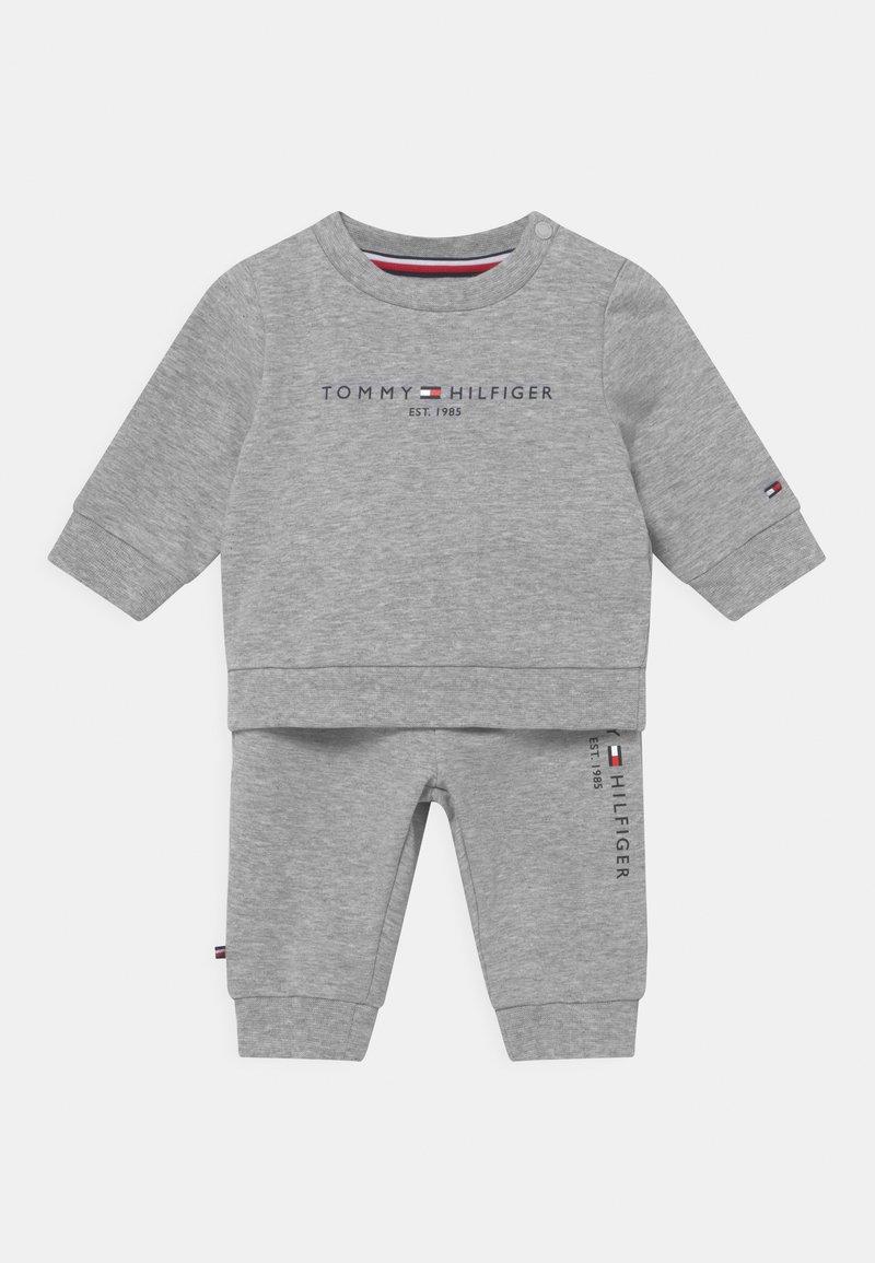 Tommy Hilfiger - BABY ESSENTIAL CREWSUIT SET UNISEX - Trainingspak - grey