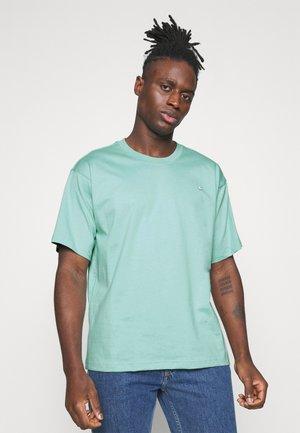 PREMIUM TEE UNISEX - T-shirt basique - hazy green