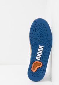 Puma - PALACE GUARD - Matalavartiset tennarit - white/jaffa orange/galaxy blue - 4