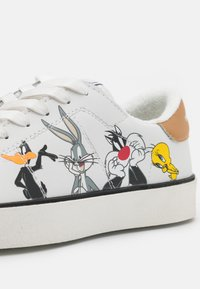 MOA - Master of Arts - FLIPS LOONEY TUNES CHARACTERS - Trainers - white - 6