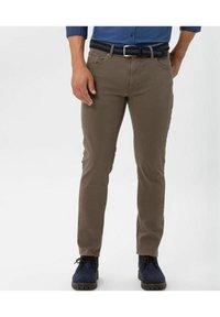BRAX - STYLE CHUCK - Slim fit jeans - sand - 1