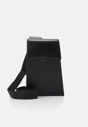 BISUS UNISEX - Across body bag - black