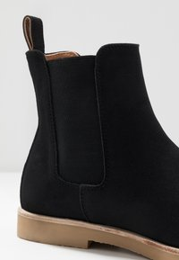 Cotton On - RALTON CHELSEA BOOT - Classic ankle boots - black - 5